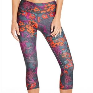 Fabletics Workout Crop Yoga Pants